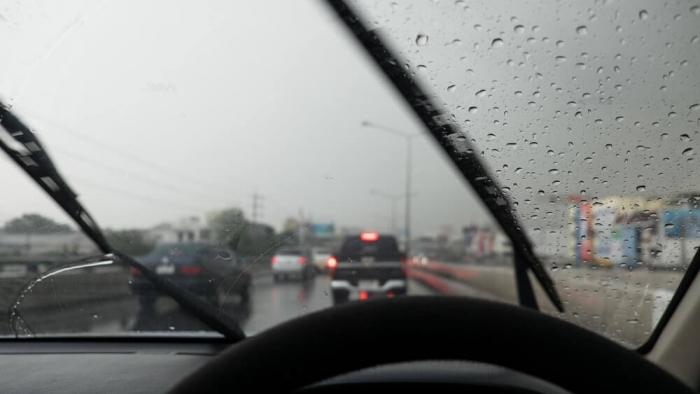 Yağmurlu Havada Araba Kullanma